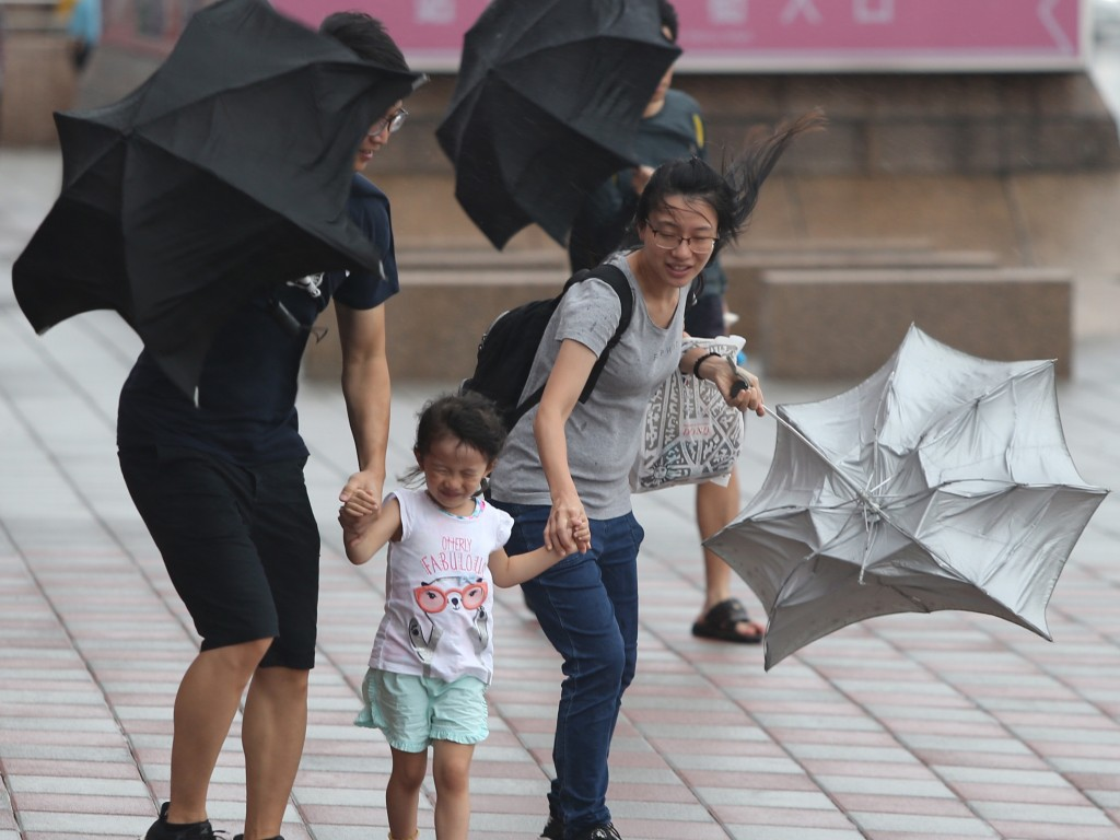 Commotion during Typhoon Nesat, Yilan County, July 2017.