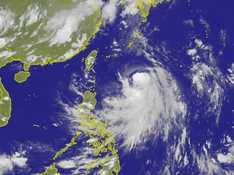 Tropical Storm Prapiroon threatens air traffic between Taiwan and Okinawa (image courtesy of Central Weather Bureau).