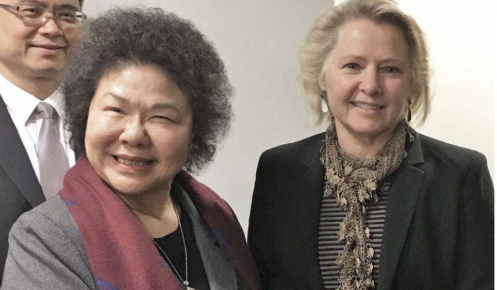 Susan Thornton and Kaohsiung Mayor Chen Chu in March 2018. (Image from EAP Bureau Twitter)