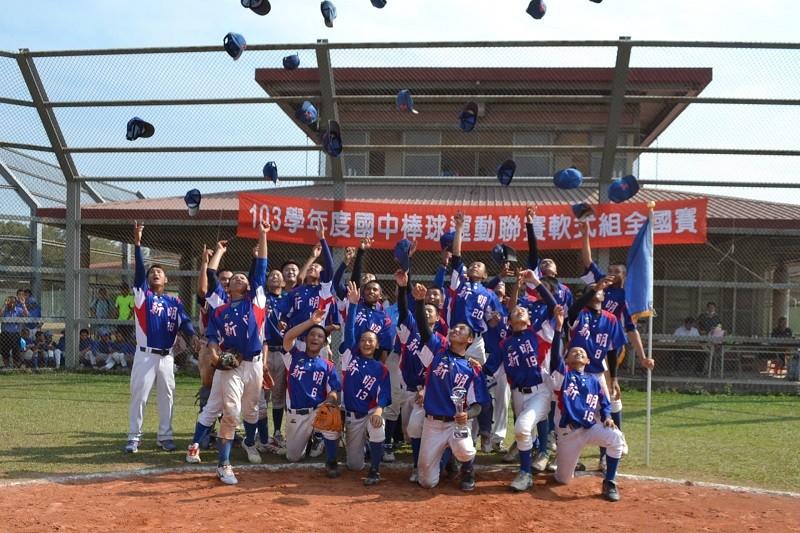 (photo from TaoyuanHsin MingJunior High School baseball team's Facebook)