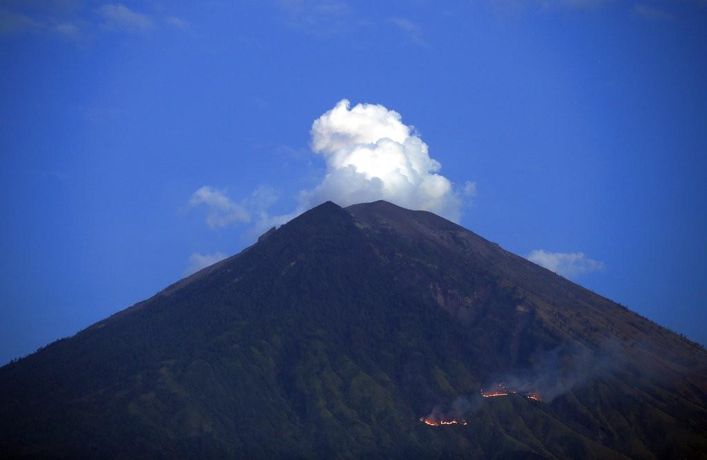 2018年7月2日峇里島火山爆發(美聯社)