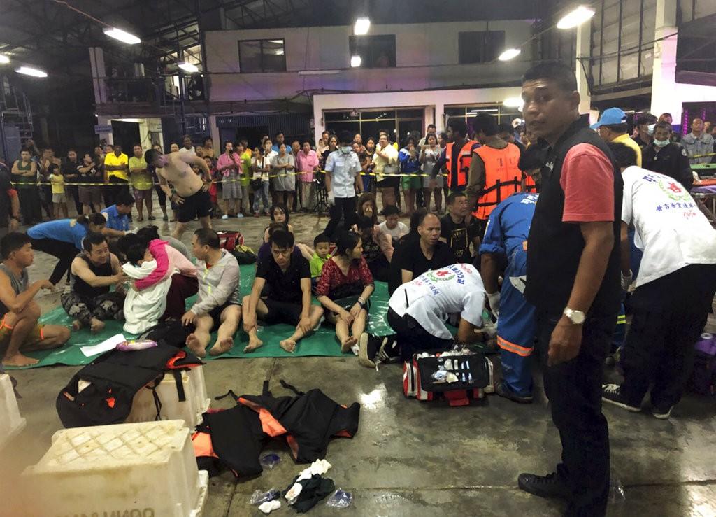 泰國船難獲救遊客(美聯社)