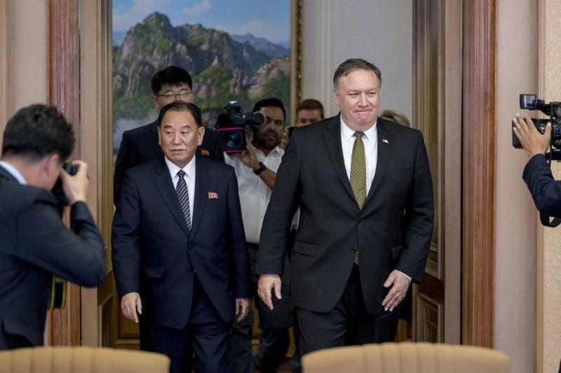 北韓統一戰線部長金英哲與美國國務卿龐皮歐(美聯社)
