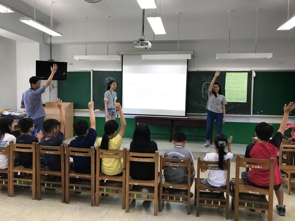 飄洋過海到新北,華裔志工化身最棒營隊教師-4 (新北市政府教育局提供)
