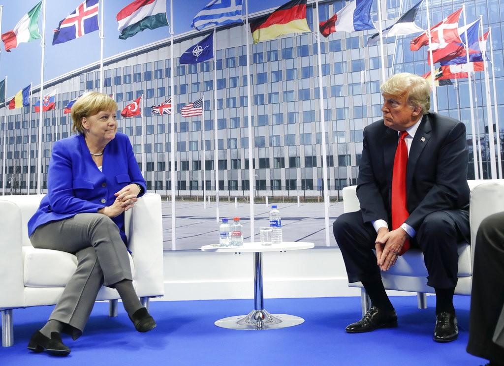 德國總理梅克爾(左)及美國總統川普(美聯社)