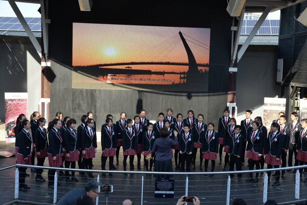 新北市少年合唱團於Waterfront表演2 (新北市政府教育局提供)
