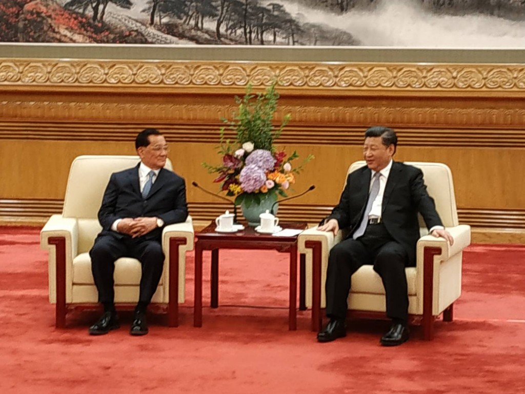 Former Vice President Lien Chan (left) visiting Chinese President Xi Jinping in Beijing Friday morning.