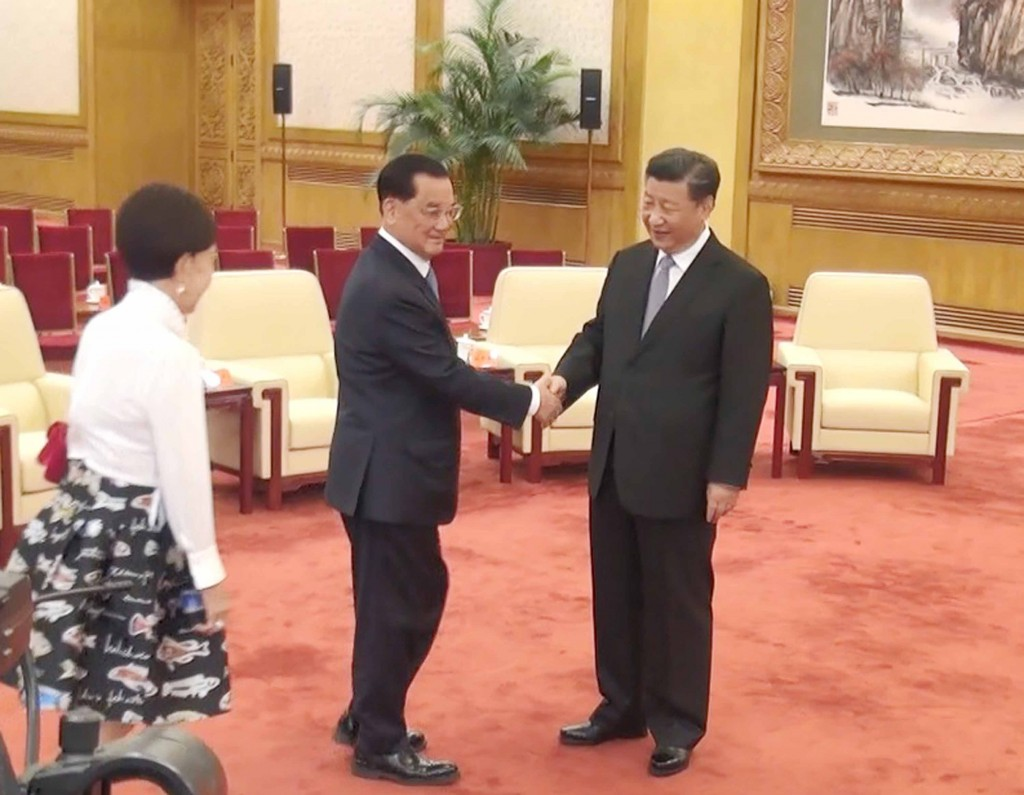 Former KMT Chairman Lien Chan (center) and his wife meeting Chinese leader Xi Jinping.