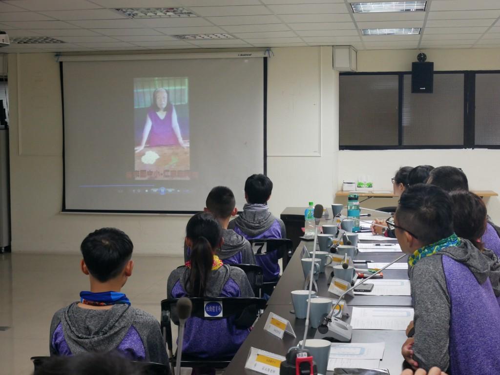 學員的家人錄製影片加油打氣 (新北市政府教育局提供)
