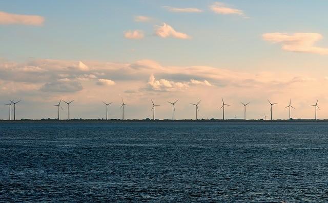 Wind farm. (image courtesy of Pixabay)