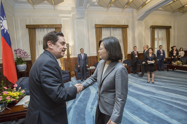 Tsai Ing-wen (right) greets PARLACEN President Tony Raful Tejada at the Office of the President July 12 (Courtesy of Office of the President)