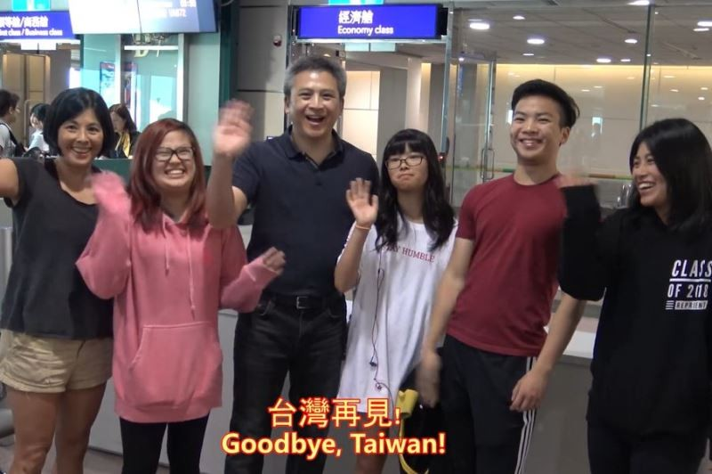 Outgoing AIT Director Kin Moy (third from left) and his family left Taiwan Saturday (photo from AIT Facebook page)