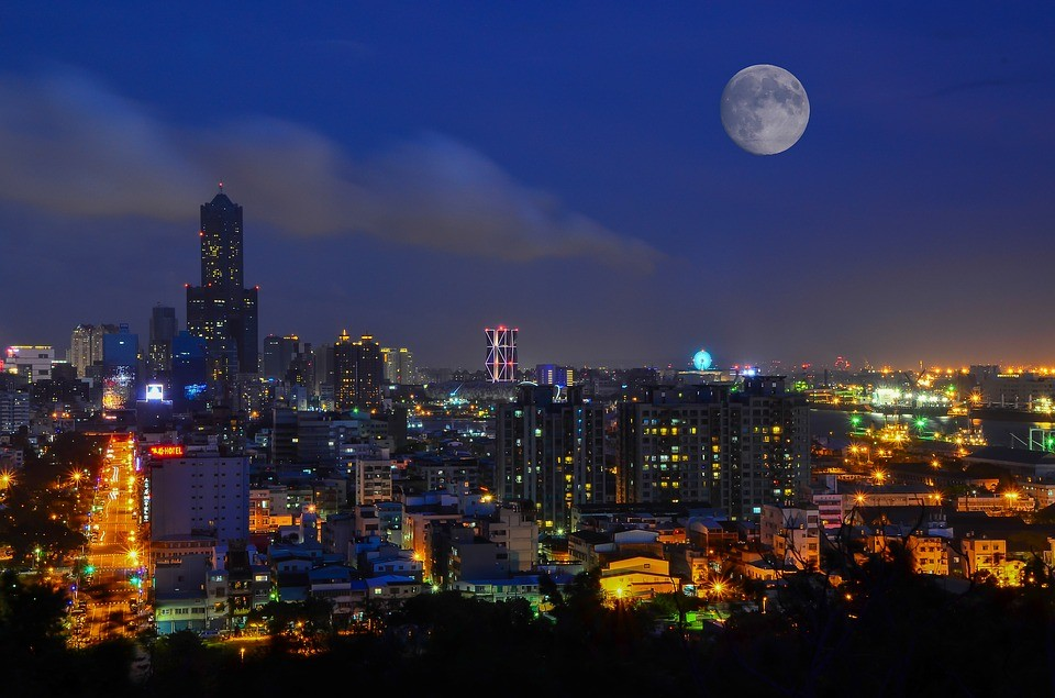 Kaohsiung skyline (Image from pixabay user tingyaoh)