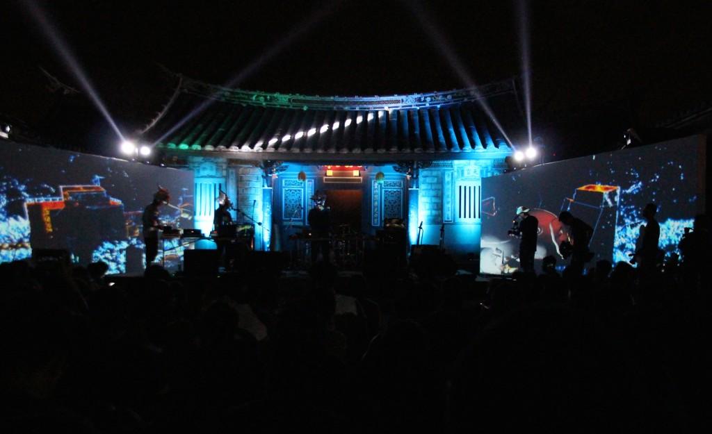 桃園古蹟內與神民一同開電音派對(照片拍攝:劉怡均)