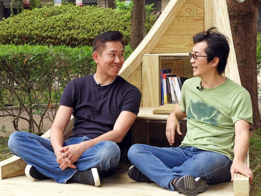 魏德聖導演與楊奭凡設計師暢談設計理念。(台北市政府工務局公園路燈工程管理處提供)