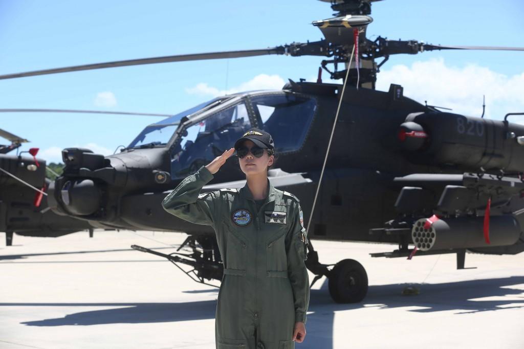 Yang Yun-hsuan (楊韻璇) is a flight officer at Taiwan's Army