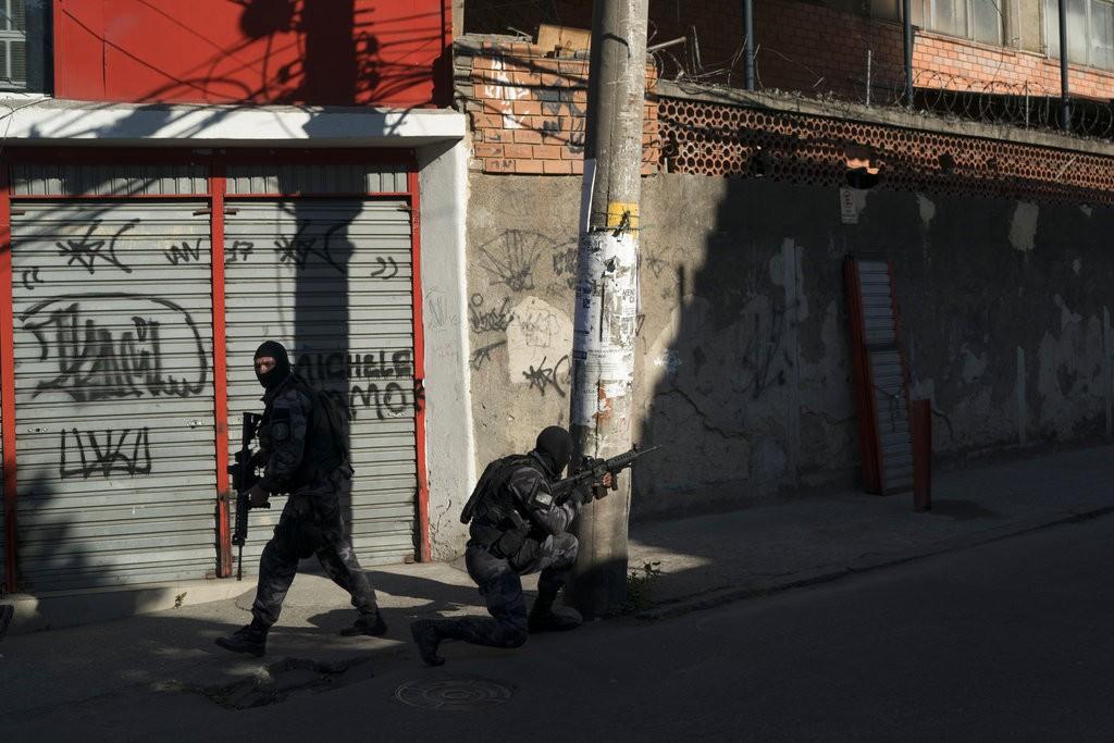 里約熱内盧貧民窟爆發槍戰,目前由特種警察負責維持秩序(美聯社)