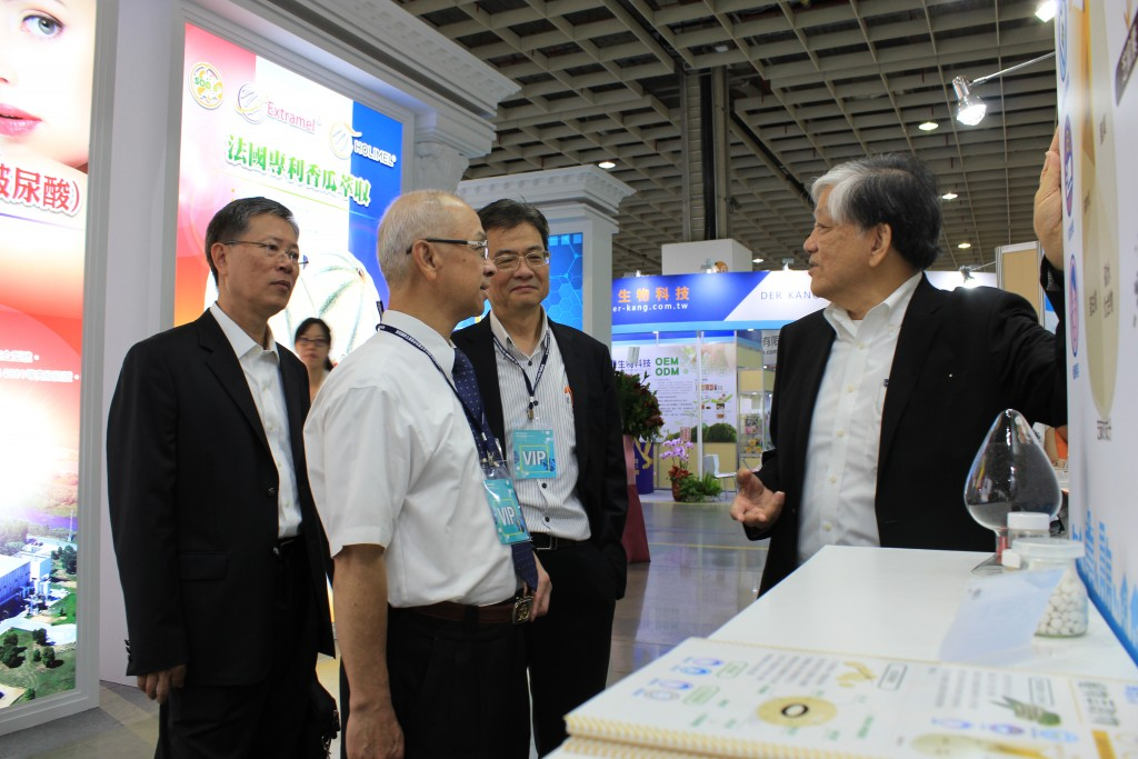 I-Mei Foods CEO Luis Ko with guests.