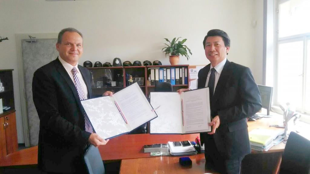 臺灣與捷克簽署防治跨國犯罪與資助恐怖主義的瞭解備忘錄(照片來源:外交部提供)