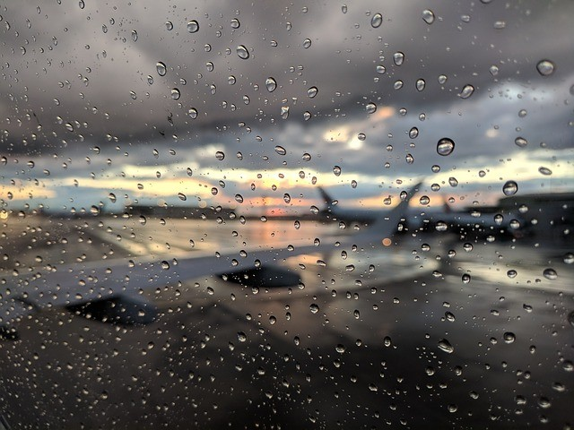 Rain at the airport. (Image courtesy of MaxPixel)