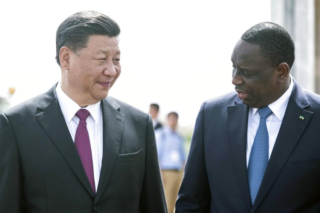 習近平和塞内加爾總統麥基·薩勒( Macky Sall)(美聯社)