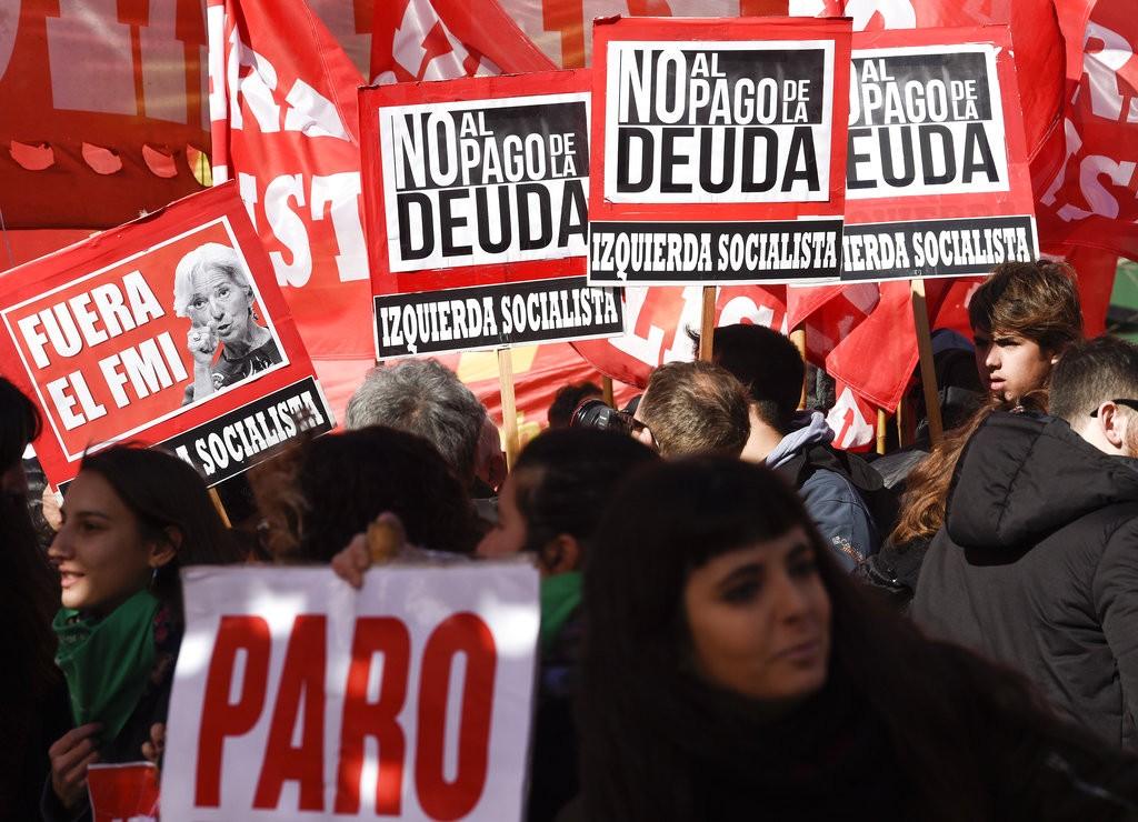 阿根廷民衆抗議國際貨幣組織要求的樽節政策(美聯社)