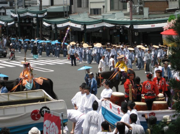 京都花傘巡行(翻攝自維基百科)