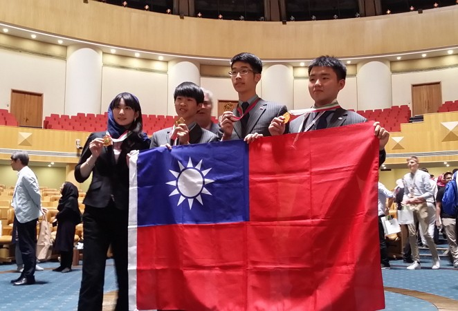 All four Taiwanese students taking part in the 2018 IBO have won gold medals (Photo/Ministry of Education)