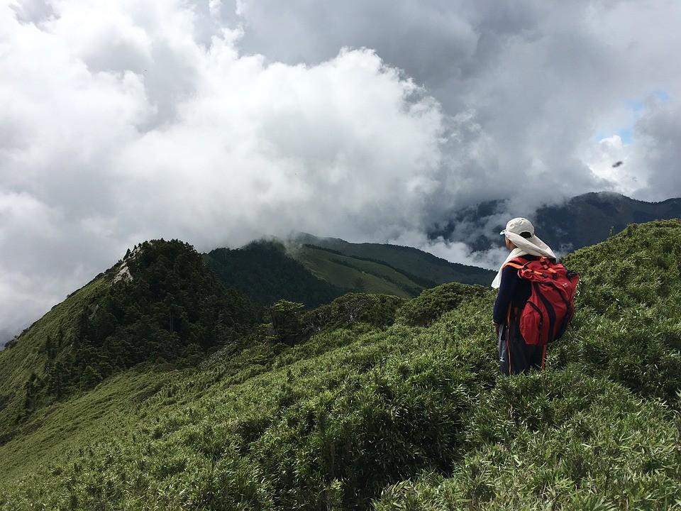 A hiker atop Hehuan Mtn. (Image from Pixabay user vosz0322)