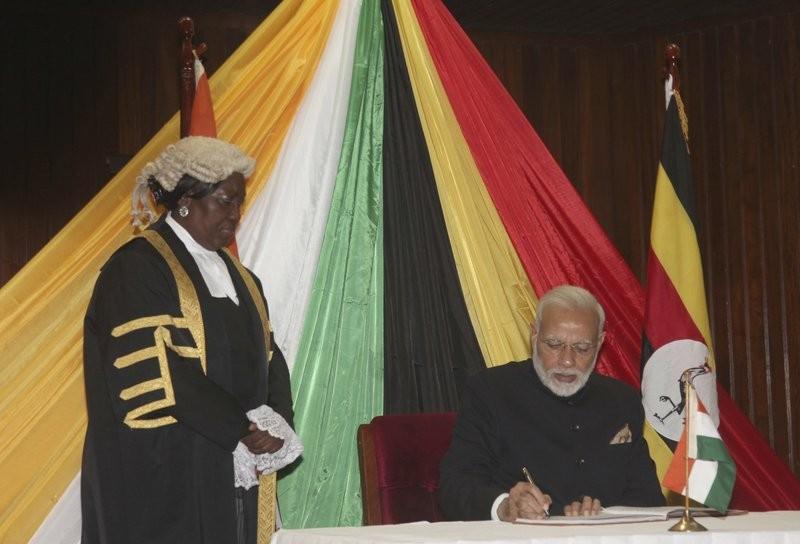 印度總理莫迪至烏干達國會發表演說(美聯社)