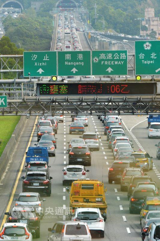 國道壅塞示意圖(圖片來源:資料照片/中央社提供)