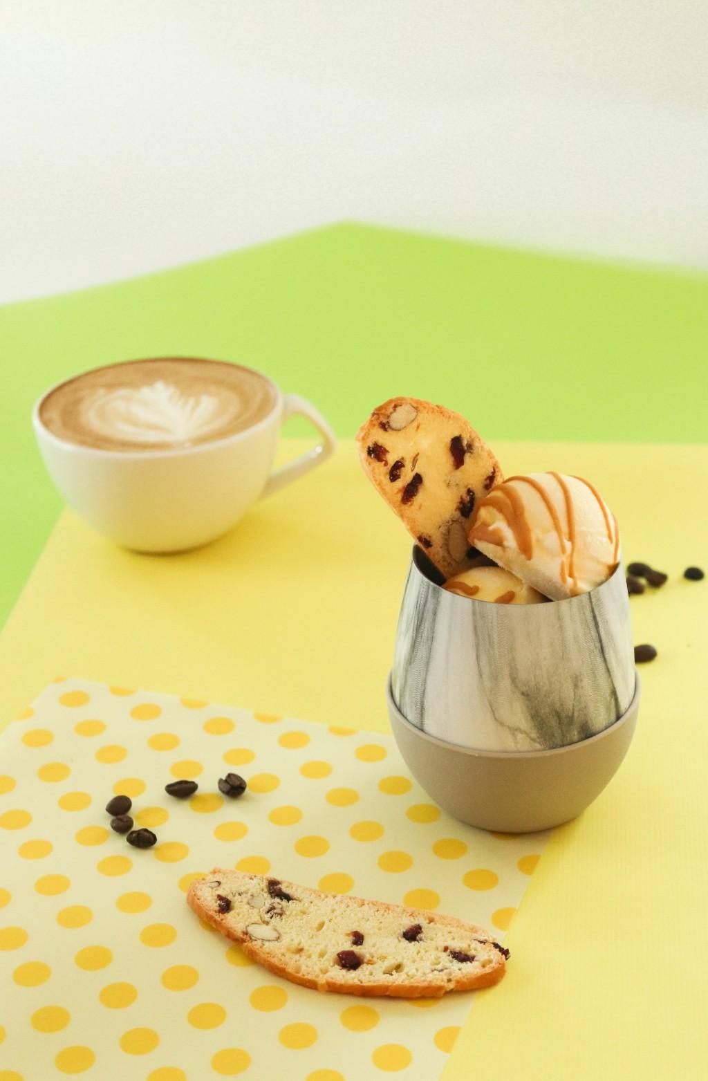 全新推出的下午茶甜點「Port23阿法奇朵」口感甜苦交錯展現成熟大人的好滋味。周年慶期間下午茶套餐四人同行一人免費 (富邦旅管提供)