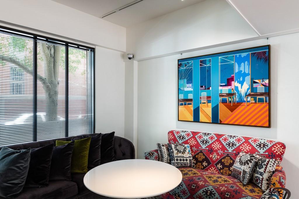 溫孟瑜《相望的城市》將真實的空間簡化,將日常的私密轉化為一種共有的場景。 (富邦旅管提供)