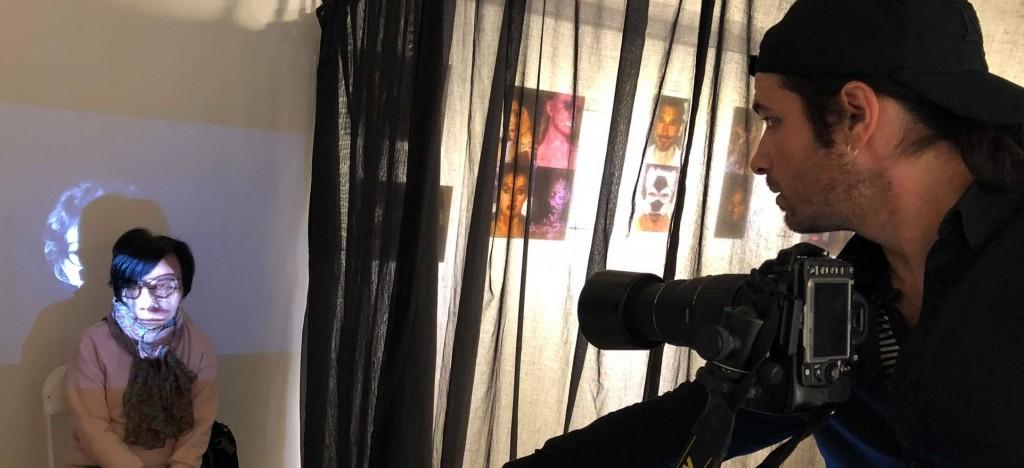 富藝旅台北大安駐點法國藝術家Jean Scuderi 司強,邀旅客成為創作主角。 (富邦旅管)