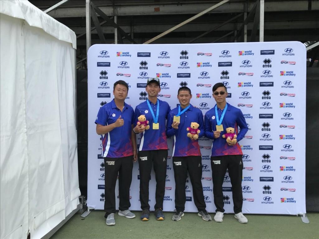 由左至右:劉展明教練、魏均珩、湯智鈞、饒廷宇 (新北市政府教育局)