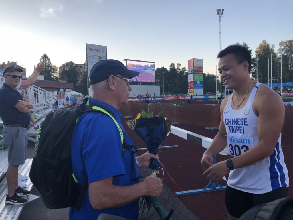 Cheng Chao-tsun (right) wins javelin gold in Sweden.