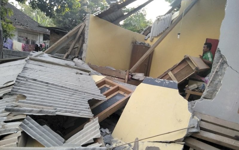 3 killed in Indonesia's 6.4 magnitude quake
