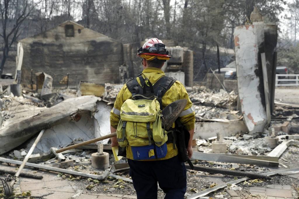 一位加州消防員(美聯社)