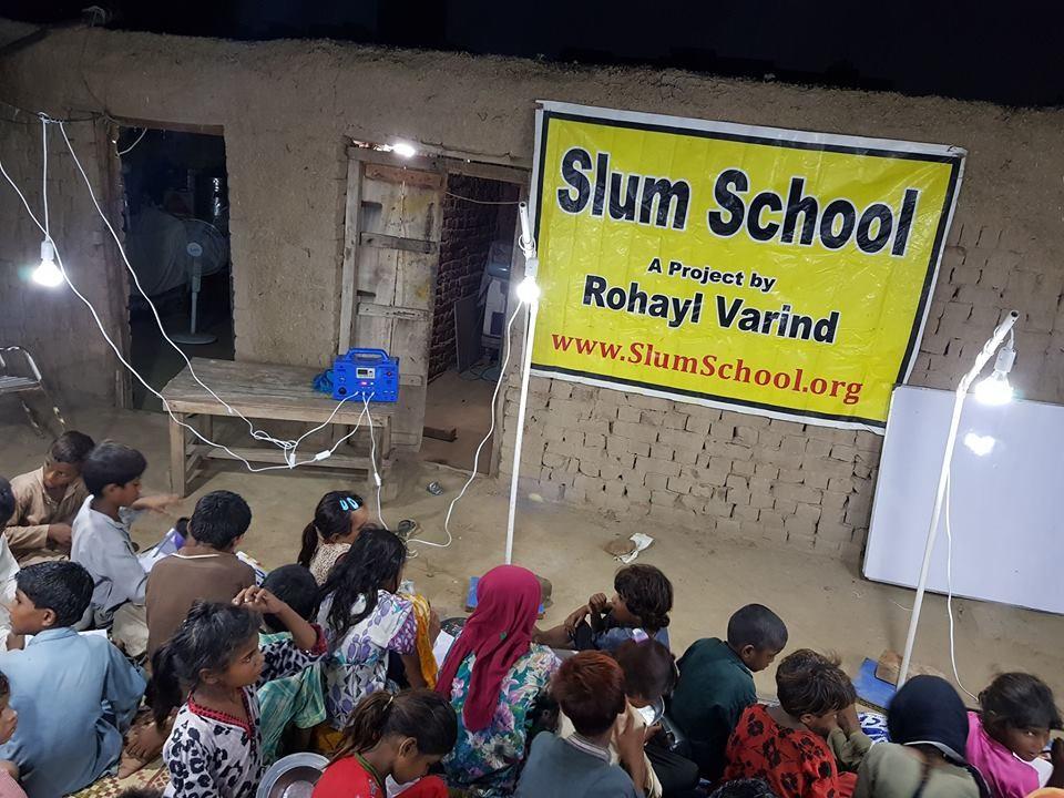 「貧民窟學校」(圖片來源:Slum School臉書)
