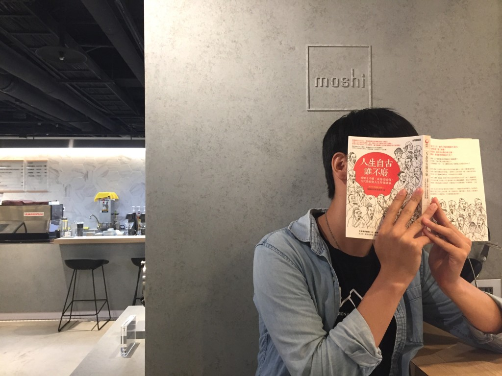政大生敏鎬與新書「人生自古誰不廢」專訪(照片來源:台灣英文新聞/劉怡均)