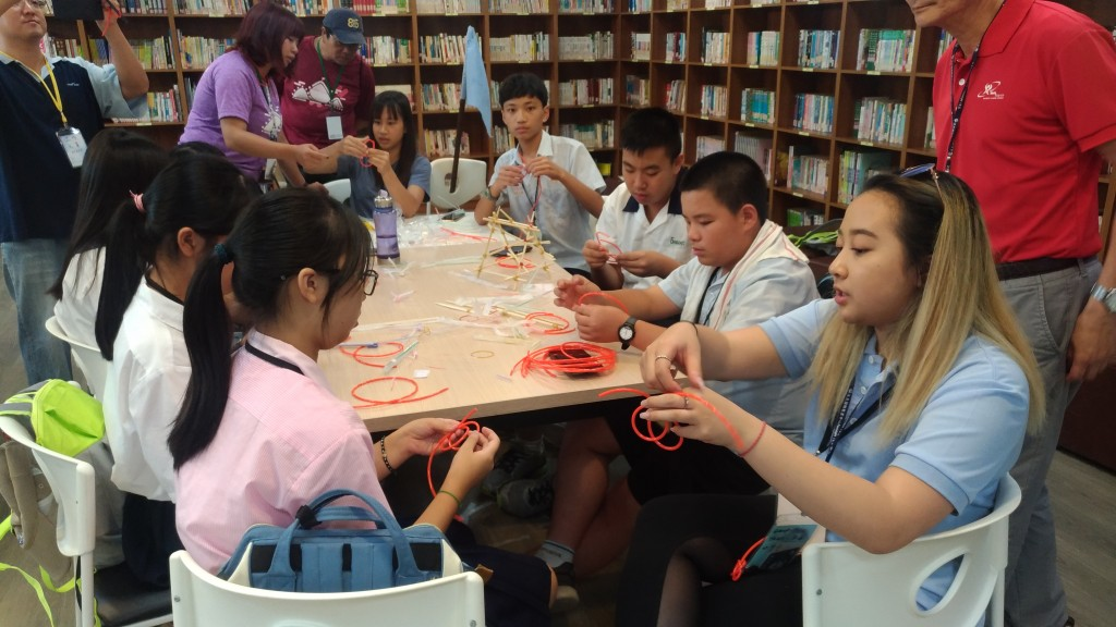 加拿大高中生來臺交流服務營隊活動。(照片由新北市政府提供)