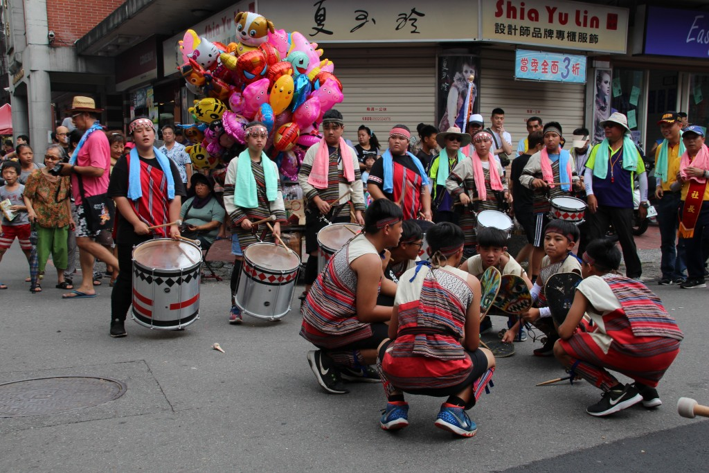 Hundred-year temple parade draws locals and foreigners alike to Taiwan's Daxi Old Street