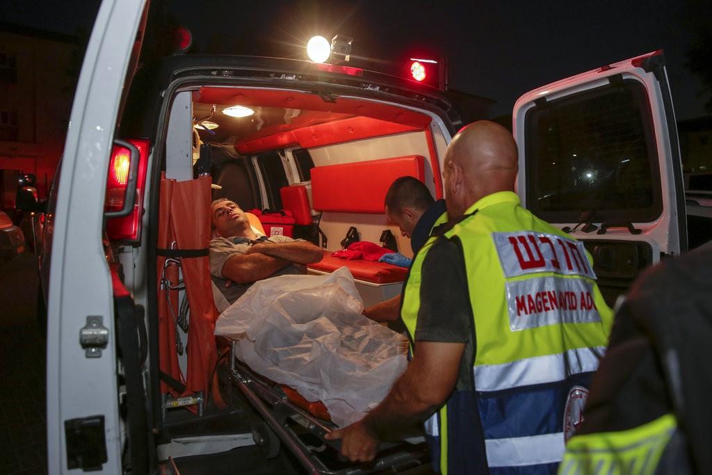 以色列救護車運送傷患(美聯社)