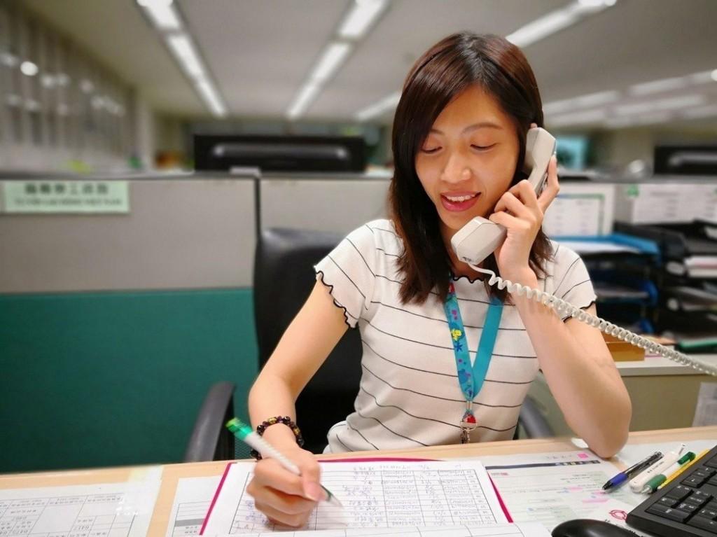 桃園市政府勞工局將以電話關懷在高風險職場工作的外籍移工(圖片來源:勞工局提供)