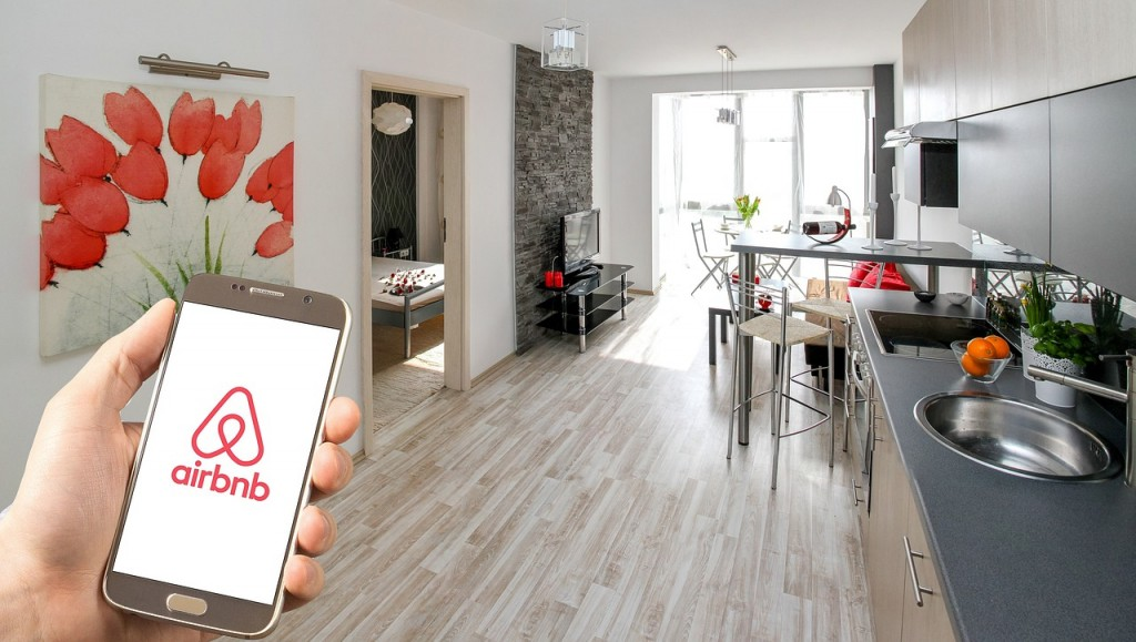 Money saving tips for single mum | Airbnb your home