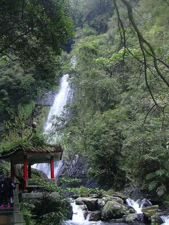 The Wufengqi waterfall in Yilan County (photo by Pipi).