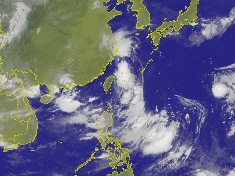 中央氣象局表示,12日受摩羯颱風外圍雲系影響,雲量偏多,也會有短暫陣雨。(圖取自中央氣象局網頁)