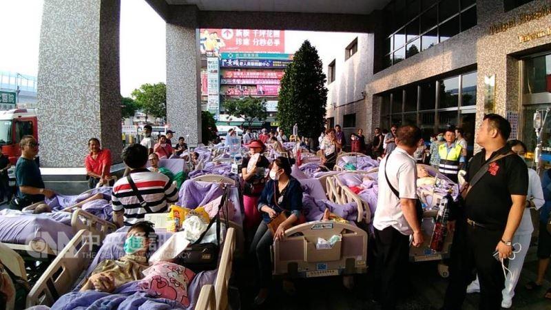位於新莊區的衛福部立台北醫院7樓安寧病房13日凌晨發生火警 (中央社)