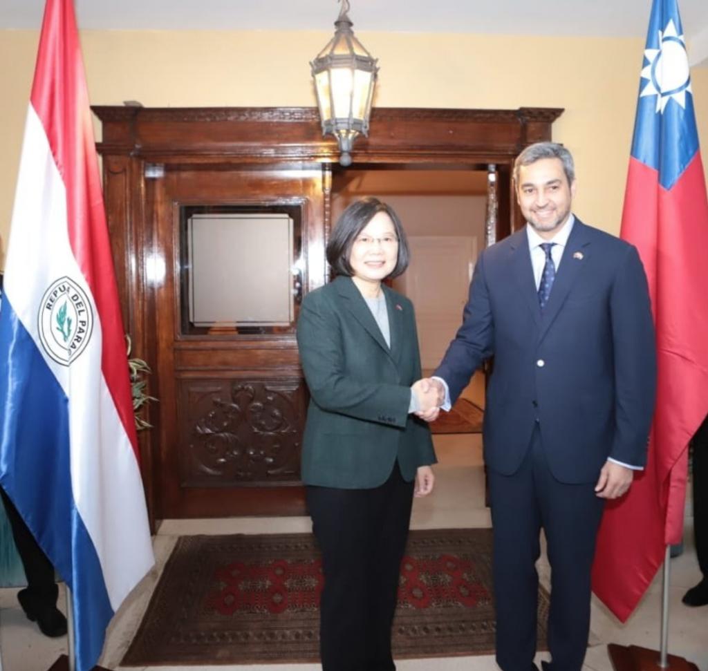總統蔡英文與巴拉圭總統阿布鐸於14日舉行雙邊會談(照片截取自阿布鐸總統推特)