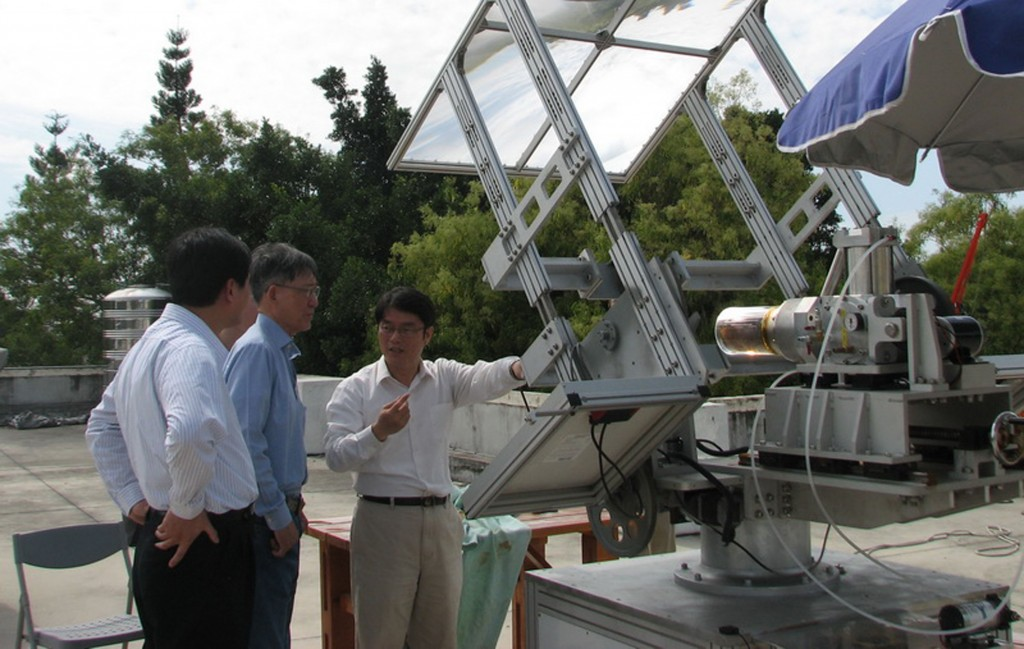 Cheng Chin-Hsiang, right, with colleagues.